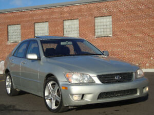 2003 Lexus IS 300 Suede $ 7,390 AUTO 139,793 Km AS NEW ZERO TXS.