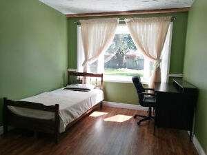 SOUTH WINDSOR ROOMS FOR RENT-- Close to St. Clair College