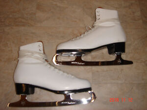 Ladies Daqust Ice Queen Figure Skates Peterborough Peterborough Area image 1