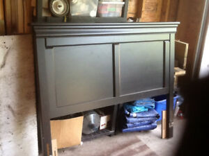 Head board for queen size bed. Excellent condition.