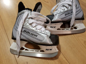 Little Boys Sz 8 BAUER Hockey Skates EUC