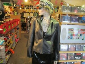 Ladies Size Large DANIER Leather Jacket For Sale