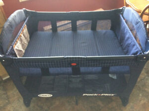 Graco Pack-n-Play Playpen & Bassinet-Folds,Excellent Condition,