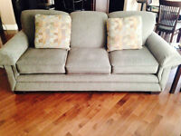 LAZBOY COUCH CHAIR AND MATCHING CHAIR BRAND NEW CONDITION.
