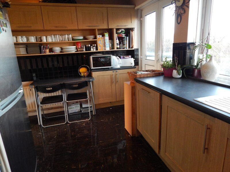 BEAUTIFUL 3 BED ROOM FLAT IN RED BRIDGE STATION