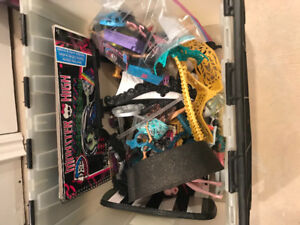 Monster High Dolls/House & Accessories
