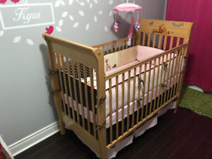 4 in 1 convertible crib in excellent condition
