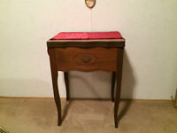 Singer Sewing Machine/Table