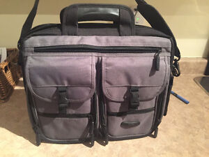 Roots laptop bag in excellent condition