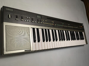 Vintage Yamaha Portatone PC-1000.