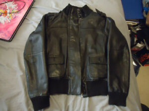 WOMANS SIZE 10 LEATHER BOMBER