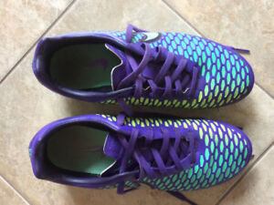 Nike Woman's Soccer Cleats-Size 7