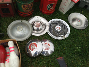 VINTAGE HUBCAPS PONTIAC BUICK MERCURY PLYMOUTH - PARKER PICKERS