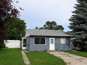 Cute 2 bedroom Bungalow-Portage la Prairie