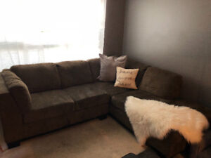 SECTIONAL/ L SHAPE COUCH
