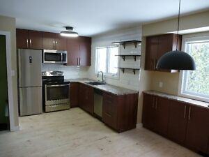 Students 1 Room available Walk to Confederation College