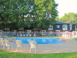 Lovely Two Bedroom Townhouse with Appliances - Dorval