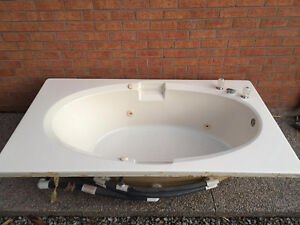 soaker tub buy sell items tickets or tech in toronto gta kijiji. Black Bedroom Furniture Sets. Home Design Ideas