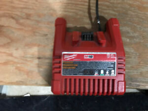 MILWAUKEE M-18 Battery Charger