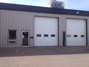 Large Open commercial bay for rent with yard space