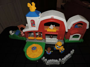 Ferme musicale Little People Fisher Price + animaux  (VENDUE)