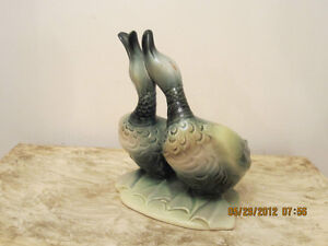 VINTAGE HULL 'KISSING DUCKS' PLANTER