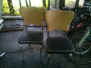 Retro table and 2 chairs MUST GO!!!!! MAKE AN OFFER! London Ontario image 2