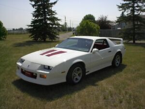 HAVE YOU SEEN THIS 1990 CAMARO