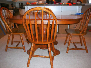 """42"""" W Oak Table & 4 Chairs with 18"""" extension leaf London Ontario image 1"""