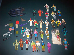 30  VINTAGE  G I JOES   WITH  ACCESSORIES  -  1985