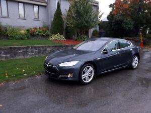 Tesla Model S85 2014