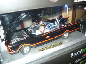 Elite 1:18 die cast 1966 Batmobile illuminated display set