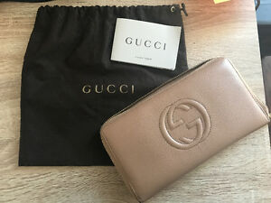 AUTHENTIC GUCCI WALLET /CLUTCH