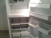 réfrigérateur à vendre, en bonne état avec deux portes
