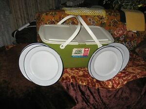 RETRO PICNIC BASKET/PLATES $15 FOR ALL
