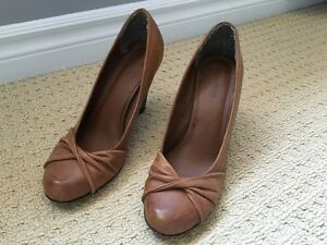 Brown high heel shoes, size 9 Kitchener / Waterloo Kitchener Area image 1