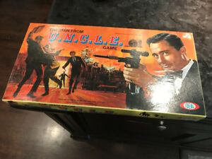 1965 VINTAGE MAN FROM U.N.C.L.E.  BOARD GAME PRISTINE CONDITION