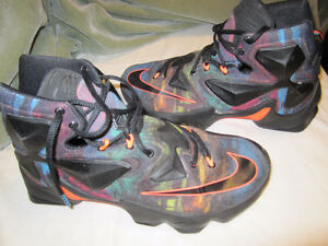 2015 NIKE LEBRON JAMES SHOES  *MENS SIZE 8.5  $100 FIRM