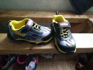Boys size 9 light up shoes  Windsor Region Ontario image 1