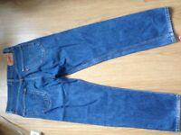 2 pairs levi jeans