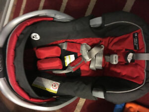 Graco infant snugride car seat and 3 bases
