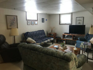 1 or 2 bedroom fully furnished suit for rent weekly/monthly