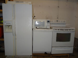 Kenmore Refrigerator with matching appliances