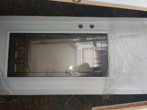 Porte blanche neuve orlean avec vitrail style bistro.