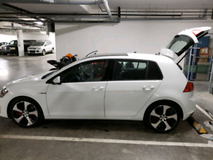 2015 VW GTI autobahn automatic EXCELLENT CONDITION AND KMS
