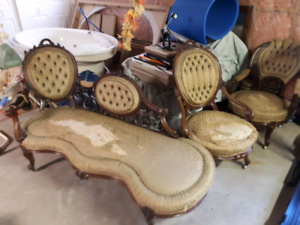RoseWood victorina Chaose lounge and chairs