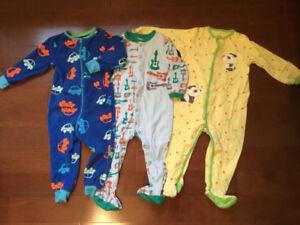 Pyjamas 18 mois à 24 mois.