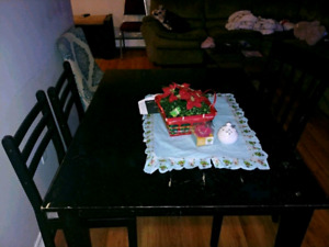 Dinning dinning dinning table table table in good condition in