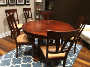 Dining table with 6 bermex chairs in very good condition