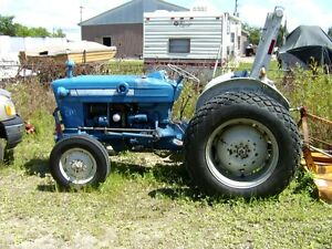 FORD 3000 GAS TRACTOR London Ontario image 1